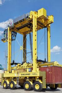 Die Straddle Carrier von Konecranes Noell im MPET Terminal in Antwerpen werden von Konecranes nun auch gewartet und repariert