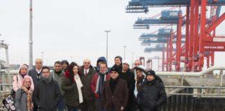 Bei einem Besuch in Wilhelmshaven wurde einer iranischen Delegation der Hafen näher gebracht