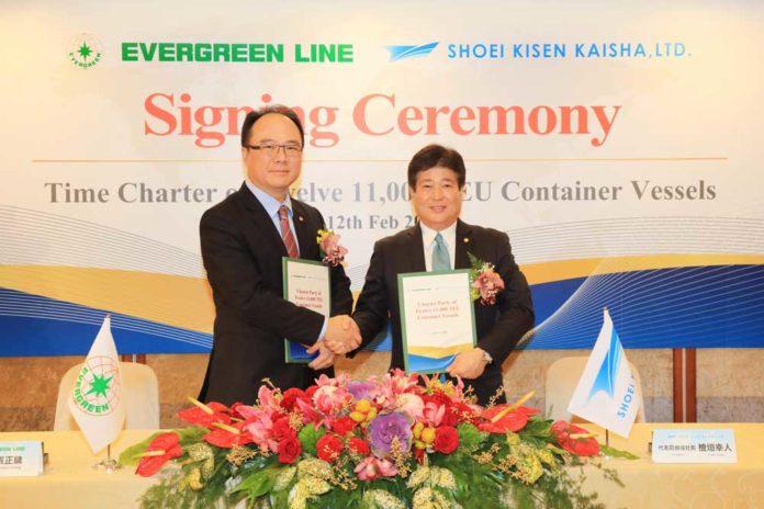 Die Charter-Verträge wurden unterzeichnet von EMC Chairman Anchor Chang (left) und President of Shoei Kisen Kaisha Mr. Yukito Higaki (rechts). (Foto: Evergreen)