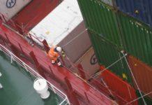 Lascharbeiten: Die Ladungsbereiche gelten zusammen mit dem Maschinenraum als relativ unfallträchtig. (Foto: Hollmann), Laschen, Container, Safety, Crew, Seeleute